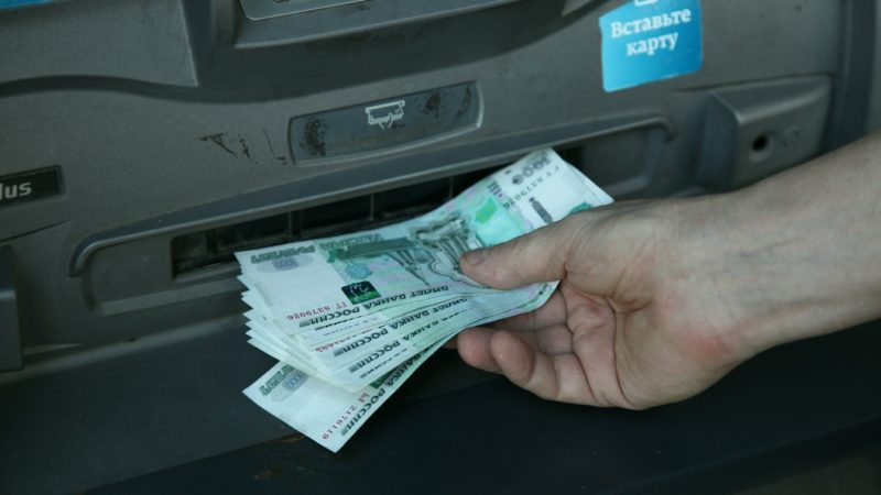 комиссия за снятие наличных с карты Россельхозбанка в банкомате Сбербанка