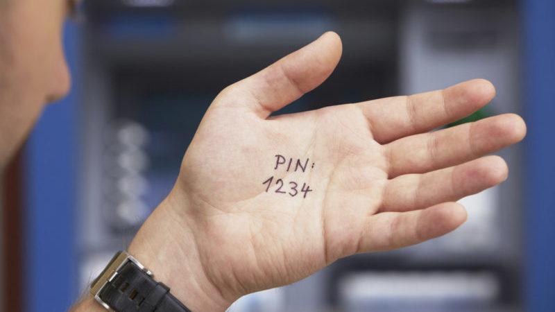на сколько блокируется карта Сбербанка при неправильном вводе ПИН-кода