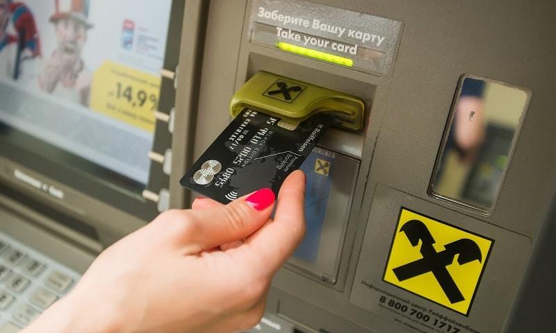 лимит снятия наличных Райффайзенбанк через банкомат